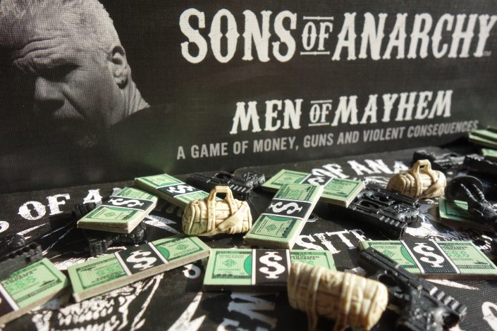 Das Titelbild zur meeplove Brettspielrezension Sons of Anarchy: Men of Mayhem